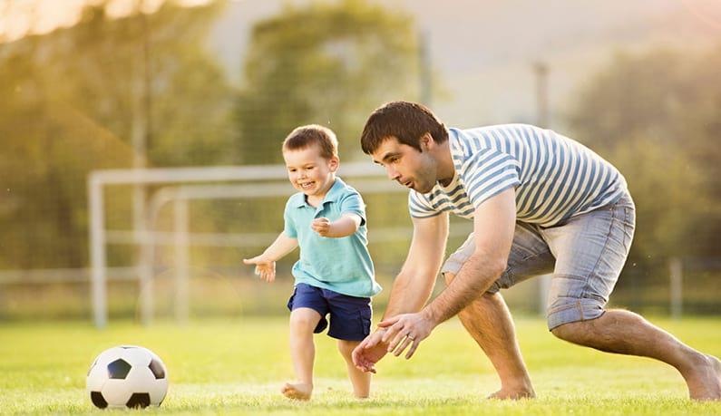 عکس چرا باید با کودکانمان بازی کنیم؟
